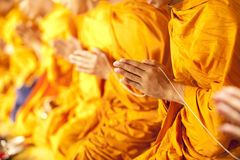 Pray, una as palmas das mãos no salut Fotografia de Stock