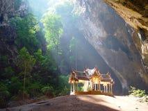 Prayanakorn grotta, berömt ställe för turism i Thailand arkivfoton