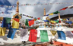 Prayer flags with stupas - Kunzum La pass Royalty Free Stock Image