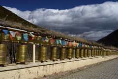 Prayer wheels and flags, Shangrila, Yunnan Stock Photo