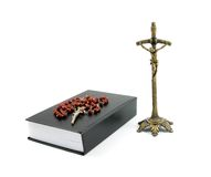 Prayerbook et vieille croix Photo stock