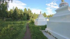 Prayerful korowód wokoło Buddyjskich stupas zdjęcie wideo