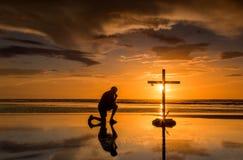 Prayful korssolnedgång Fotografering för Bildbyråer