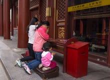 Praying a Buddha fotos de stock