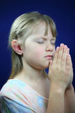 Praying da menina. Fotos de Stock Royalty Free