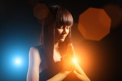 Praying da mulher foto de stock
