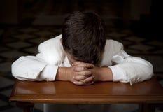 Praying do menino imagem de stock royalty free