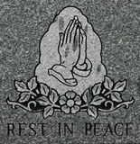 Praying entrega gravura a água-forte com descanso na inscrição da paz Fotografia de Stock