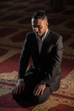 Praying muçulmano fotografia de stock royalty free