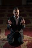 Praying muçulmano fotografia de stock