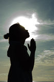 Praying no nascer do sol Foto de Stock Royalty Free