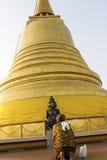 Praying woman in front of stupa in Bangkok Royalty Free Stock Photos