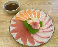Prazer do Sashimi Cortado finamente Flor dada forma Fotografia de Stock