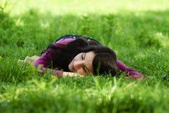 Prazer e descanso da tomada da menina sobre Imagens de Stock