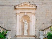 Prcanj, Черногория залив Kotor Статуи на территории  Стоковая Фотография RF