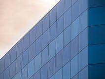 Prédio de escritórios de vidro Imagens de Stock Royalty Free