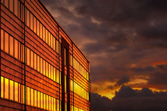 Prédio de escritórios no sunse Imagem de Stock Royalty Free
