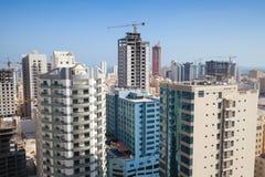 Prédios de escritórios e hotéis modernos sob a construção Fotografia de Stock Royalty Free