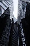 Prédios de escritórios em preto e branco Imagens de Stock