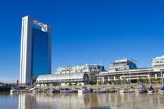Prédios de escritórios em Puerto Madero em Buenos Aires. Imagens de Stock Royalty Free