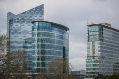 Prédios de escritórios modernos Fotos de Stock