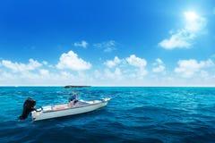 Prędkości łódź i woda ocean Zdjęcia Royalty Free