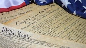 preámbulo de la Declaración de Derechos de 4k Estados Unidos a la constitución y a la bandera americana almacen de metraje de vídeo