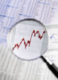 Preço de mercado crescente focalizado lupa Fotos de Stock Royalty Free