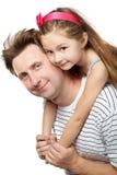 Père avec le descendant sur le sien en arrière Image libre de droits