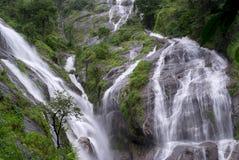 Pre cascata di Toh Lor Soo Fotografia Stock