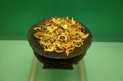 Pre Columbian kruka av guld arkivbilder