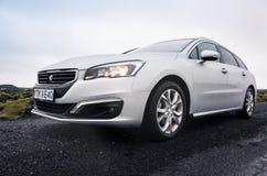 Pre-facelift för silvergrå färgPeugeot 508 strömbrytare Royaltyfria Foton