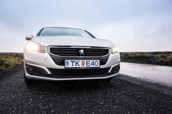 Pre-facelift för silvergrå färgPeugeot 508 strömbrytare Royaltyfri Foto