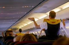 Pre-flight veiligheidsdemonstratie stock foto's