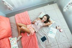Pre nastoletni dziewczyny writing dzienniczek obrazy royalty free