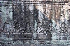 Preah Khan Temple Monks Bas-Reliefs in Cambogia fotografia stock libera da diritti