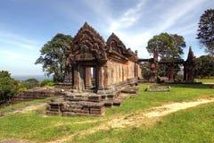 Preah Vihear寺庙位于与有吸引力的乡下的一个宜人的环境在中间部分东部有一点 免版税库存照片