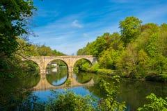 Prebendy Przerzucają most, jeden trzy łuku mostu krzyżuje Rzeczną odzież w Durham, Anglia zdjęcia stock
