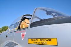 Preboste del jet de los aviones militares del pabellón Imagenes de archivo