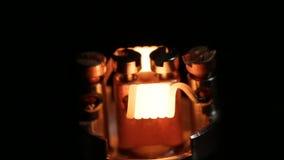 Precaliente el espiral de la bobina del clapton montado en el cigarrillo electrónico almacen de metraje de vídeo