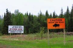 Precaución, bisonte en muestra anaranjada grande del camino ilustración del vector