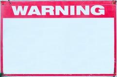 Precaución de la seguridad de la señal de peligro con el mensaje blanco en blanco en el límite de la rejilla del emplazamiento de Fotos de archivo