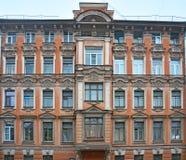 Precedente casa proficua sulla via in San Pietroburgo, Russia di Schpalernaya Fotografia Stock