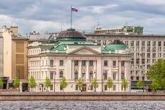Precedente palazzo di grande Duke Nicholas, che ora alloggia la residenza dell'inviato presidenziale russo, St Petersburg Immagini Stock Libere da Diritti