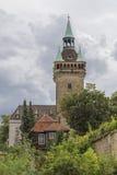 Precedente Seat con l'alta torre di pietra Fotografia Stock