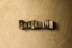 PRECEDERE - il primo piano dell'annata grungy ha composto la parola sul contesto del metallo fotografie stock libere da diritti