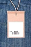 Precio con el código de barras en vaqueros Imágenes de archivo libres de regalías