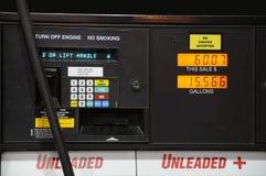 Precio de la gasolina en la bomba imagen de archivo libre de regalías