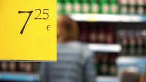 Precio en supermercado de los estantes almacen de metraje de vídeo