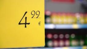 Precio en supermercado de los estantes almacen de video